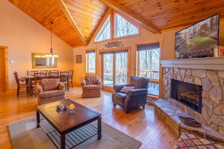 4BR/4BA Cozy Beech Mtn Cabin, Hot Tub, Near Skiing