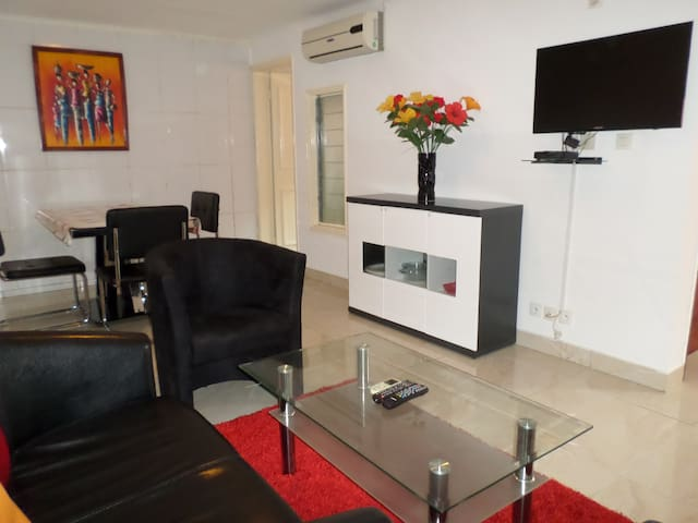 Modern & cosy 1BDR house near Airport, restaurants