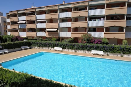 T2 5 minutes walk from the beach of Sablettes
