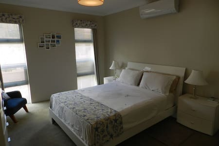 Beside the Sea. - North Coogee - Bed & Breakfast