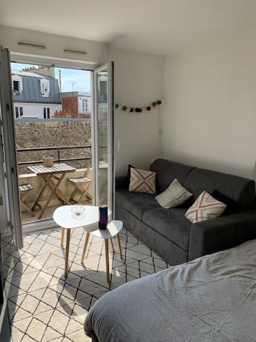 Studio avec terrasse ensoleillée à Belleville