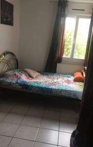 Chambre Dans Jolie Maison