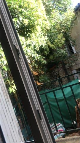 Bordeaux: studio avec jardin