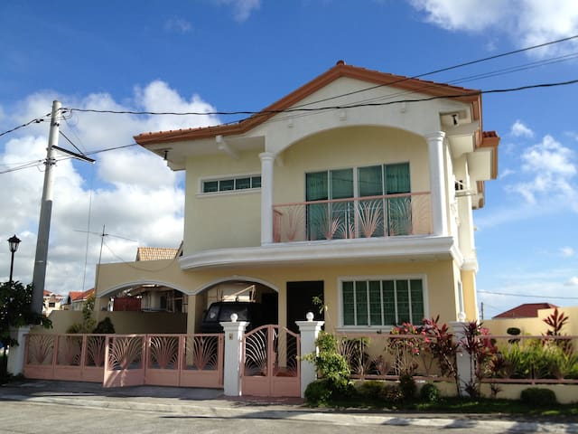 House near Nuvali, Tagaytay and EK - Laguna - Casa