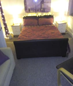 Family room by Caerphilly Castle - Caerphilly - Hus