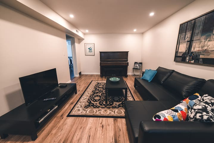 The large living room has a piano for those who can play. The living room is equipped with television and Internet and in addition the lights are pot lights that can be dimmed down to comfortable levels for social conversation in the evenings.