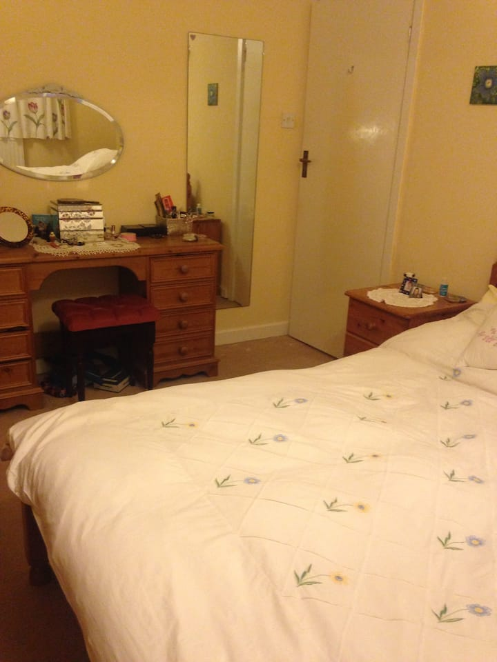Lovely quiet double room in city