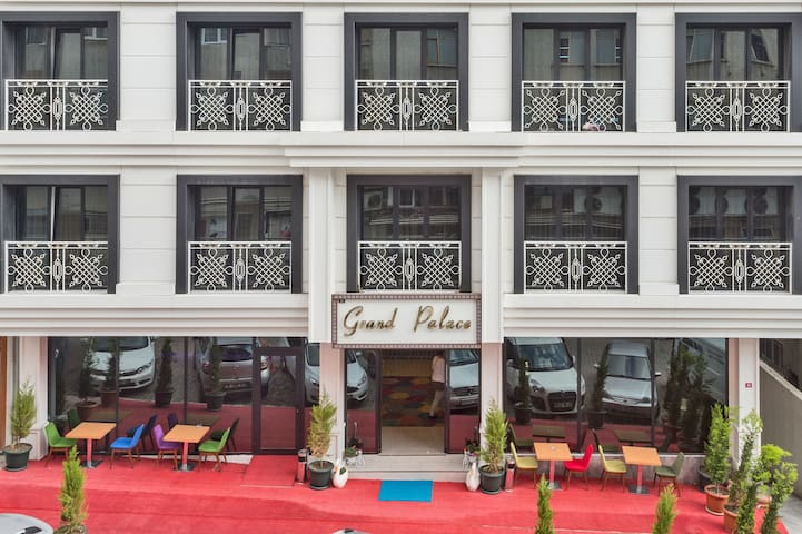 GRAND PALACE HOTEL*** - Bahcelievler - Bed & Breakfast