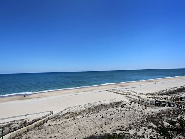 I708: Updated Sea Colony Oceanfront Point condo | Comp. Linens! Beach, pools ..
