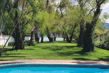Casa vacacional a orillas del Lago de Amatitlán