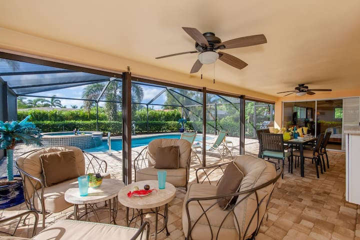 Heron House 2 be/ 2 bath, Pool, Jacuzzi in  walking distance to Cape Coral Yacht Club and Cape Coral Beach