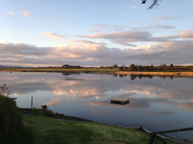 Maggies Place. Rural setting by  Waipu River Mouth