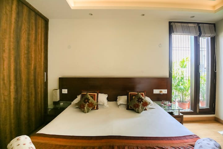 A nice house to stay in South Central Delhi