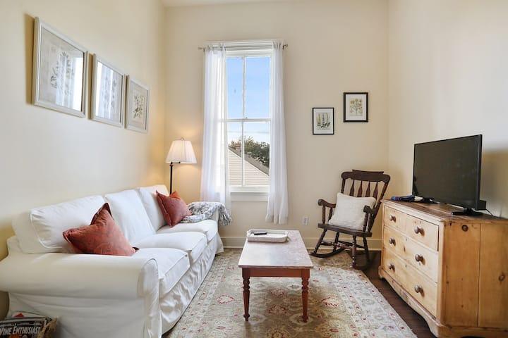 Mid City Retreat - 2 Bedrooms