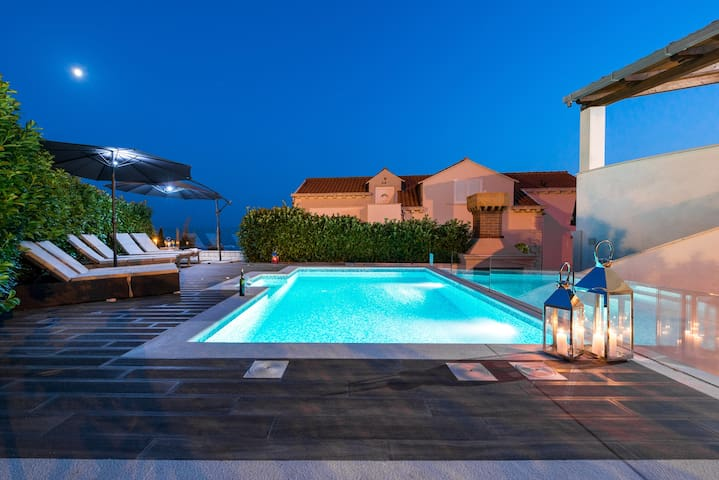 Charming Penthouse with a private pool