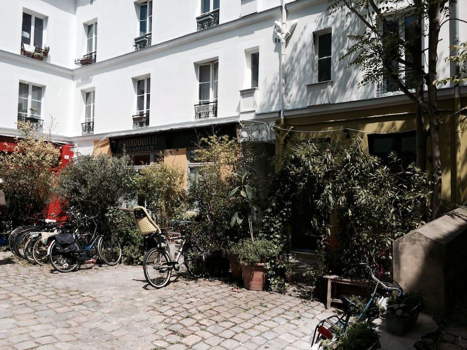 Internet Cafe In Marais Paris