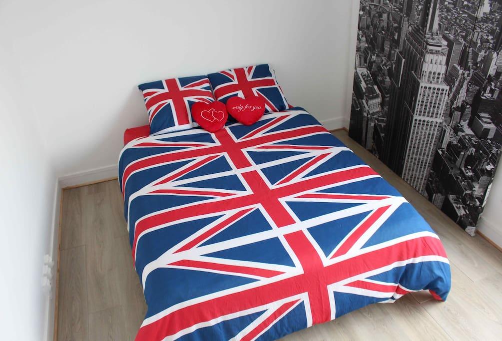Grande chambre avec lit 2 places