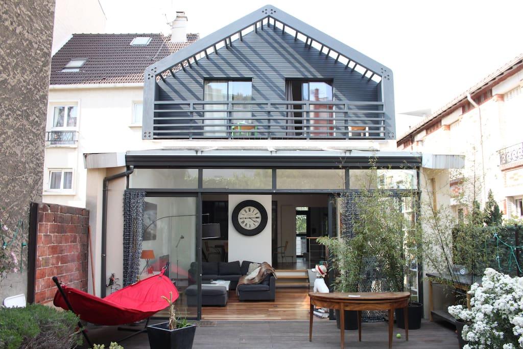 maison d 39 architecte avec jardin maisons louer issy les moulineaux le de france france. Black Bedroom Furniture Sets. Home Design Ideas