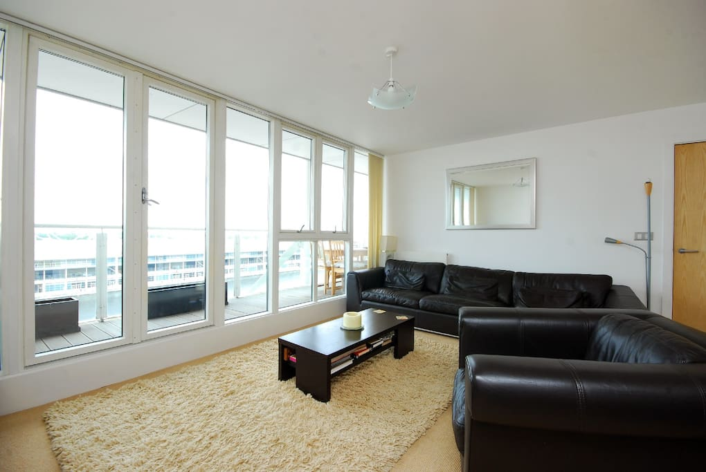 Luxury Waterfront Apt for Excel
