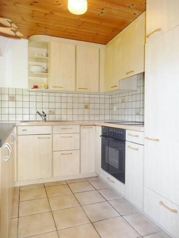 Cucina attrezzata con macchina caffè -bollitore .....