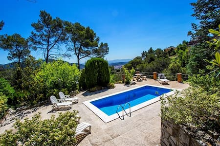 Cova del Drac villa for 10 guests nestled next to lush forests of a natural park - Barcelona Region