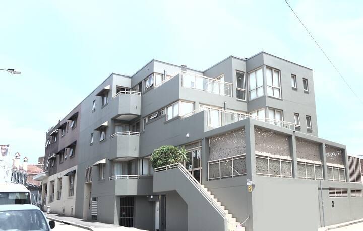 1 Bedroom apartment-1Queen,1Double,common Balcony