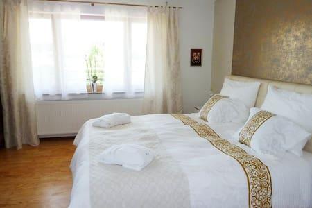 Komfort Privatzimmer mit Teeküche - Gundelfingen - Haus