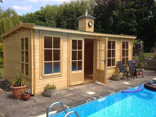 En-suite pool house with breakfast - Talybont-on-Usk - Bed & Breakfast