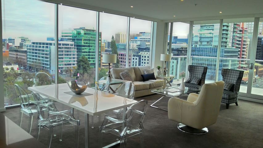 **SPECTACULAR** 2BR Luxury City - Adelaide