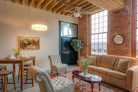 Southview Penthouse-Novelty Lofts - Dubuque