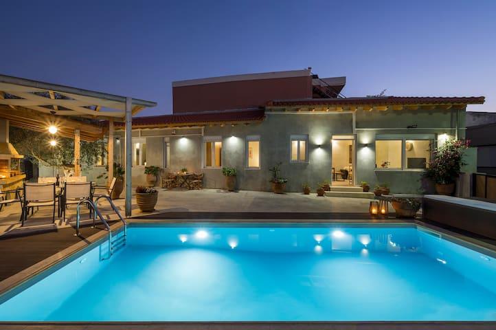 Roxanne Luxury Villa, Private Pool & Seaview