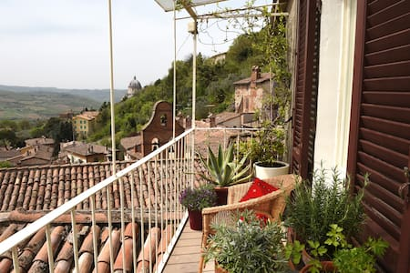 APARTMENT WITH BREATHTAKING VIEWS - Todi - Apartment