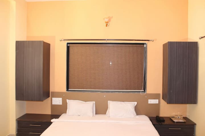 Private Room in Beautiful Hill Top Bungalow - Bondarwadi - Bungalov