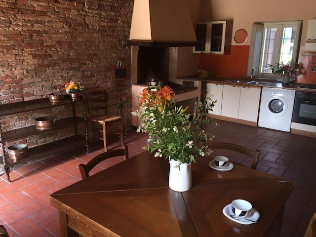 Caratteristica Casa Due Camini Lodi - Lodi - Rumah