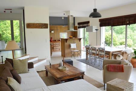 Belle villa 5 ch avec grand jardin - Bassussarry - วิลล่า