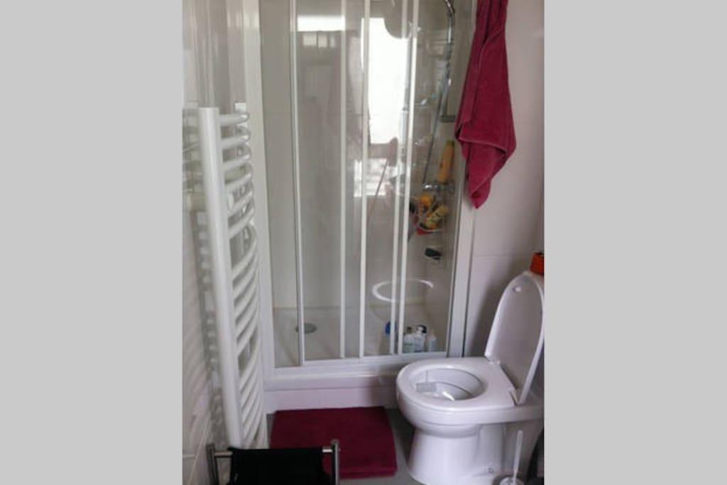 la salle de bain à partager