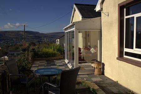 Beehive Cottage - Aberdare