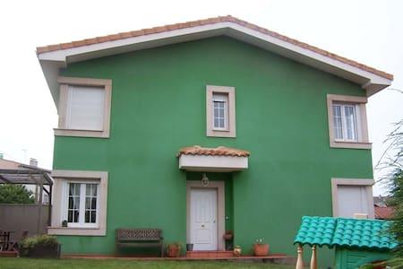 Casa en la playa al lado de Gijón - Xivares - Hus