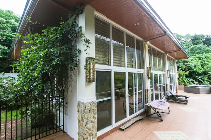 Peaceful Forest Haven | 3 BR - Bangkong Kahoy