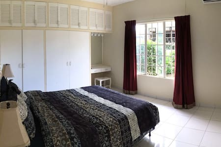 Beautiful room&pool in the suburbs - Port of Spain
