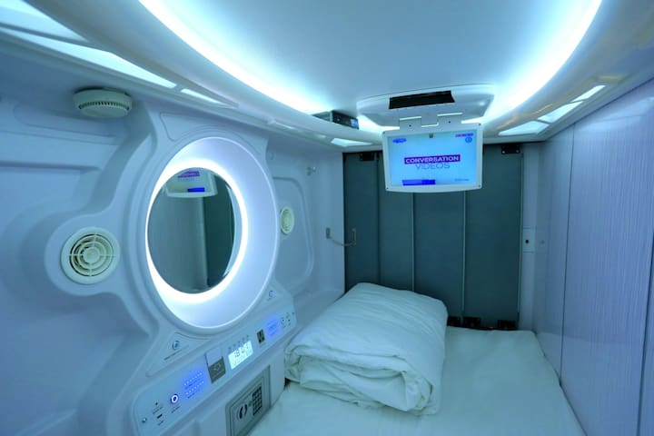 CLASSIC POD stay for 1 with AC & Wifi