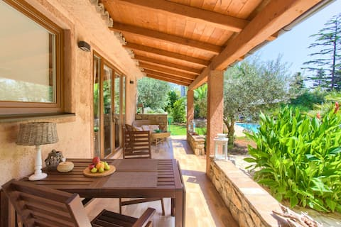 La Villetta - First Class location with big pool