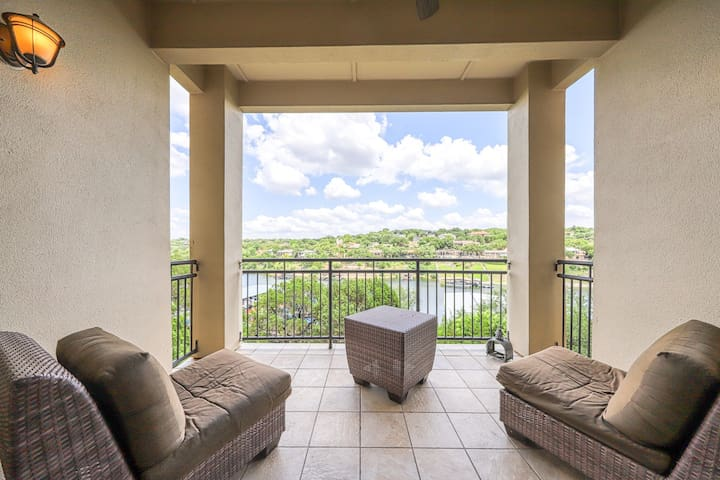 Luxury waterfront living w/ gorgeous view, balcony, & full kitchen