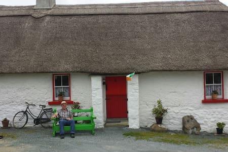 mudwall cottage - Ballyduffy, Moyne - Huis