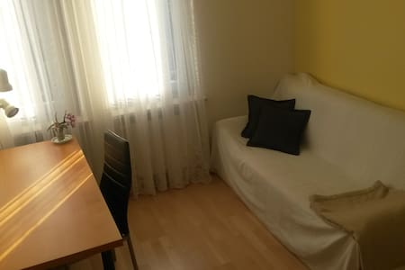 Bright room with own bathroom! - München - Apartment