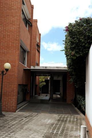 Alquilo Bonitos apartamentos y oficinas