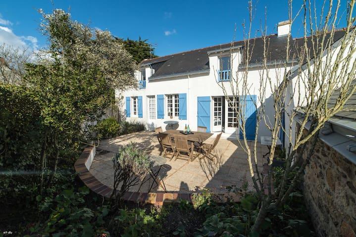 Villa familiale avec jardin près de la plage