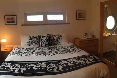 The Broomage - Bedroom with Ensuite