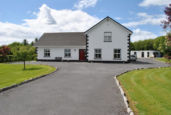 Family run bed and breakfast, - headford - House