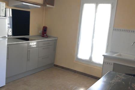 Joli T2 dans maison de village 28m2 - Ganges - Apartament
